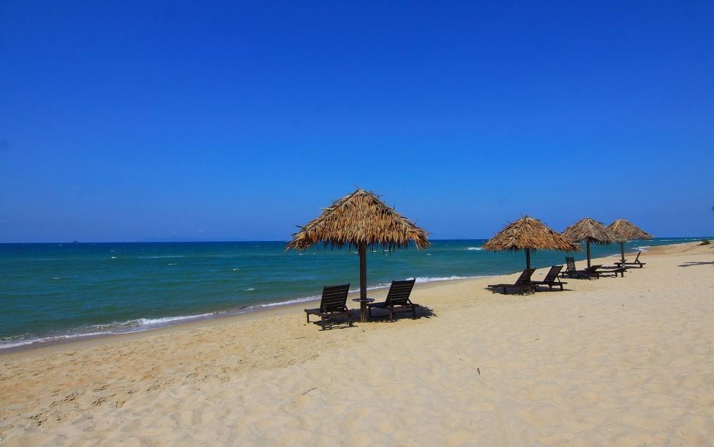 beach, tropical, sand, sandy, chairs, umbrella, ocean, sea, coast, water, blue, green, mexico, tropical, caribbean, vacation