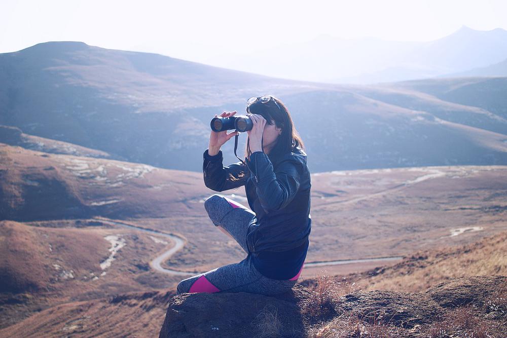 binoculars, look, looking, view, viewing, see, seeing, watch, watching, spot, observe, find, finding